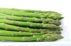 green świeże warzywa występować samodzielnie nad białymi Obrazy Royalty Free