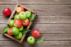 Free Green And Red Apples In Wooden Box Stock Photos - 126558663