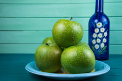 Green apple and flowers Royalty Free Stock Images
