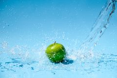 Free Green Apple In Clear Water Splash Royalty Free Stock Photography - 149807947