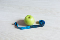 Green apple with measurement Royalty Free Stock Photos