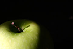 Green Apple Top on Black Royalty Free Stock Photography