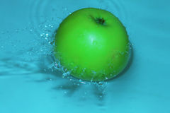 Green apple in the water Royalty Free Stock Photo