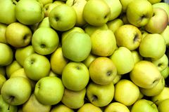 Green apples at the greengrocer Royalty Free Stock Photos