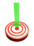 Green arrow hitting bulls eye Royalty Free Stock Images