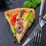 Green asparagi Tart with eggs and tomato Stock Photography