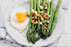 Green Asparagus with eggs Royalty Free Stock Photography