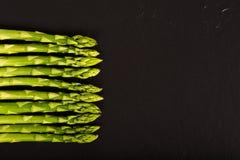 Green Asparagus on Slate Royalty Free Stock Photos