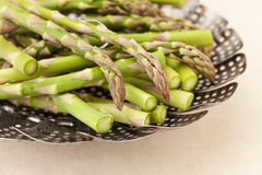 Green asparagus in steamer basket Royalty Free Stock Photos