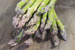 Green asparagus on wood Stock Photography