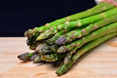 Green asparagus on wood Royalty Free Stock Photos