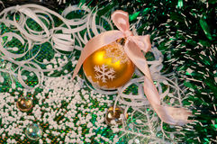 Green background and gold christmas ball -3 Royalty Free Stock Photography
