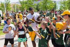 Free Green Bay Packer Player Signing Autograph For Young Fan Stock Image - 102120431