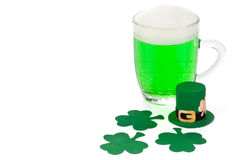 Green beer, shamrock and Leprechaun hat Royalty Free Stock Photography