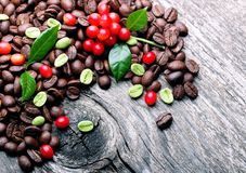 Green and black coffee beans Royalty Free Stock Photography