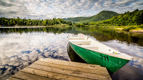 Green boat on the lake Royalty Free Stock Photography