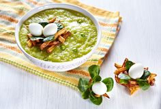 Green broccoli pea soup Royalty Free Stock Photos