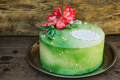Green cake with sugar flowers Royalty Free Stock Images