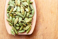 Green cardamom pods on wooden spoon Royalty Free Stock Photos