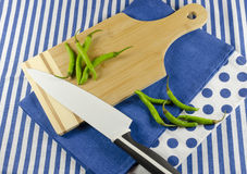 Green chillies on a cutting board Royalty Free Stock Photos