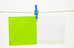 Green Clothes-pin Holding Greeting Card Royalty Free Stock Images