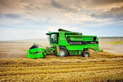 Green combine harvesting Royalty Free Stock Photos