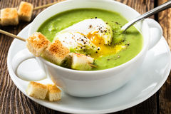 Green cream soup with poached egg. And croutons Stock Photography