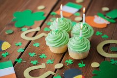 Green cupcakes and st patricks day decorations Stock Image