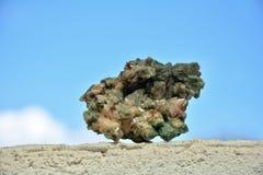 green den mineraliska stenen arkivfoton