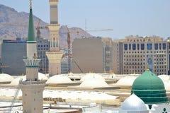 Green Dome和尖塔在先知的清真寺 免版税库存照片
