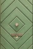Green_door_with_diamond_pattern-3 免版税库存图片