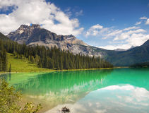 Green Emerald Lake, Mountains Royalty Free Stock Photography