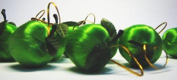 green för 16 äpplen Arkivbilder