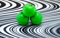 green för exponeringsglas för äpplebrädecutting Arkivfoto