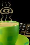 green för kaffekopp fotografering för bildbyråer