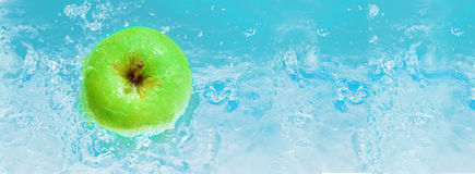 Green fresh apple Royalty Free Stock Photos