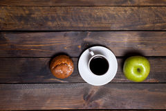 Green fresh apple and coffee in white cup with cupcake Royalty Free Stock Photography