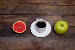 Green fresh apple and coffee in white cup with cut grapefruit Stock Photography