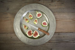 Green fresh figs in a plate Stock Photography
