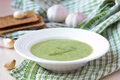 Green garlic cream soup with leaves rukola, arugula, healthy Stock Images