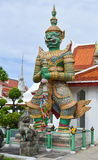 GREEN GIANT IN WAT ARUN (TEMPLE OF DAWN) Stock Images