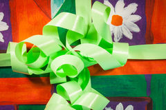 Green gift with  bow and ribbon for Christmas Stock Photography