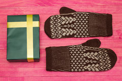 Green gift box  and mittens Royalty Free Stock Photography