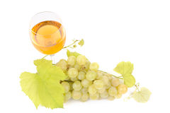 Green grapes with leaf and wine in the glass Stock Photography
