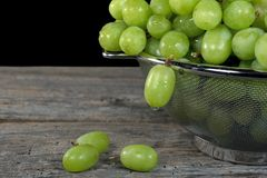 Green grapes with water dropet Royalty Free Stock Photos