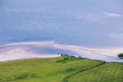 The green grass on the beachside of Guinness lake Stock Images