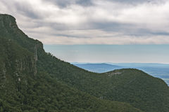 Green hills and steep cliffs at Grampians National Park Stock Photo