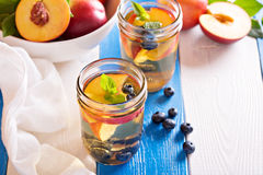 Green iced tea with nectarines and blueberries Stock Photography