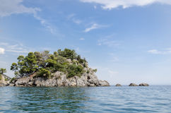 Green island in the sea Royalty Free Stock Photos