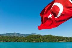 green lake Oymapinar Turecczyzny flaga Zdjęcia Royalty Free